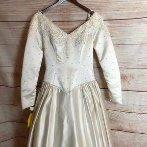 *FLAW* NWT Alfred Angelo Size 12 LS Wedding Dress